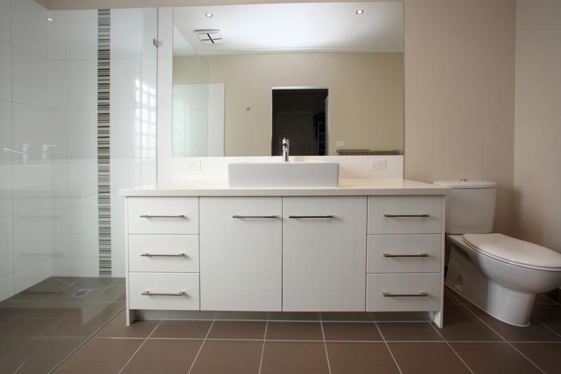 Smarter-bathrooms-benchtop-ceasarstone6